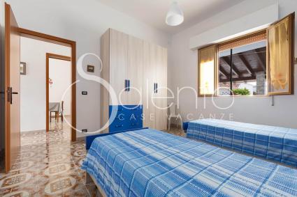 La camera da letto doppia nella villetta in affitto a Torre Lapillo