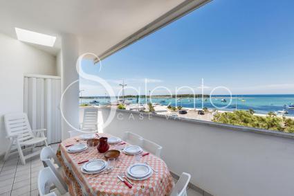 Dalla grande terrazza della casa vacanze si gode di splendida vista sul mare di Porto Cesareo
