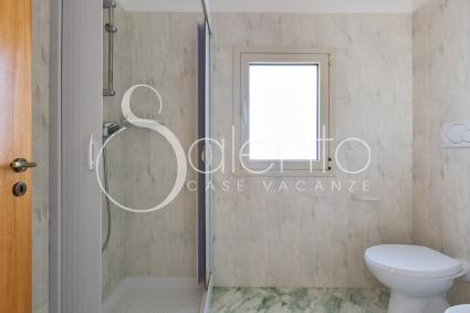 Bathroom of the holiday home by the beach of Porto Cesareo