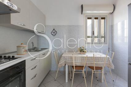 Habitable kitchen with electric oven