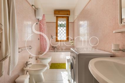 The pink bathroom, with washing machine and tub