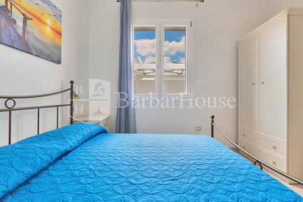 La camera da letto matrimoniale della casa vacanze al mare