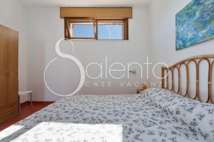 Le camere da letto sono arredate con semplicità e buon gusto