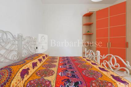 La camera da letto matrimoniale è dotata di aria condizionata