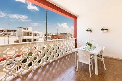 La colazione sul balcone vista mare  per indimenticabili vacanze nel Salento