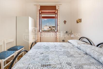 La camera da letto matrimoniale della casa vacanze a pochi passi dal mare