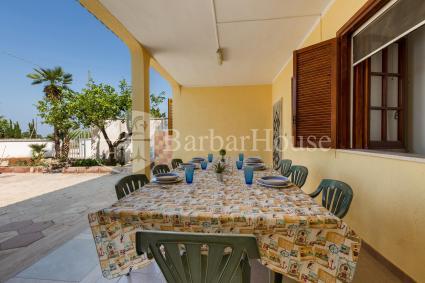 La veranda della villetta in affitto, per vacanze nel Salento