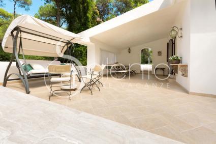 La veranda della villa, accogliente e spaziosa, per momenti di relax all`aperto