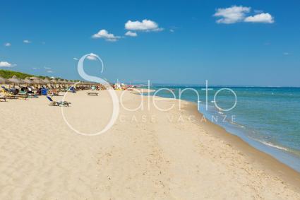 La spiaggia attrezzata vicina alla villa dista appena 200 metri