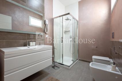 Il bilocale è dotato di un bel bagno doccia