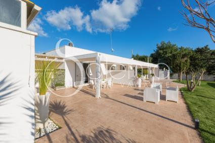 The villa has large outdoor areas furnished for outdoor relaxation
