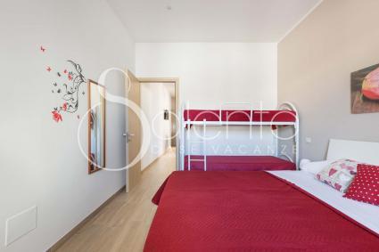 La camera è una quadrupla con letto matrimoniale più letto a castello