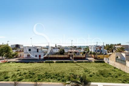 La struttura si trova a pochi metri dal centro e a 700 metri dalle spiagge