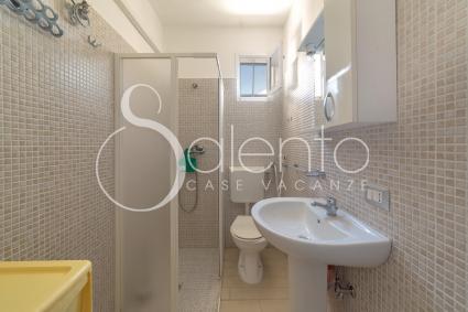 La casa vacanze in affitto sul mare del Salento ha il bagno doccia