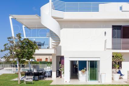 La villa con piscina e spa a 10 metri dalla spiaggia ospita fino a 10 persone