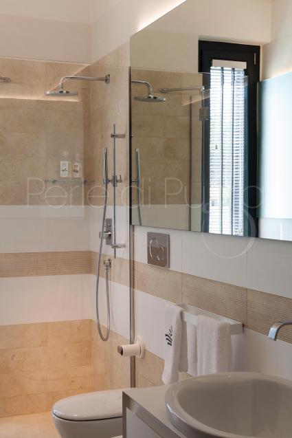 Anche le camere al piano superiore sono dotate di bagno en suite