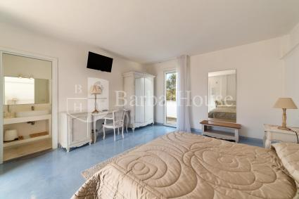 Camera 101 - Vi sono tv, frigo, casetta di sicurezza e zanzariere