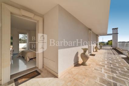 Camera 103 - Vi è una terrazza esterna di pertinenza esclusiva