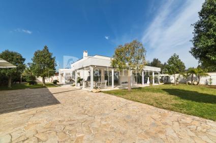 Accogliente struttura con giardino, per vacanze vicino al mare del Salento