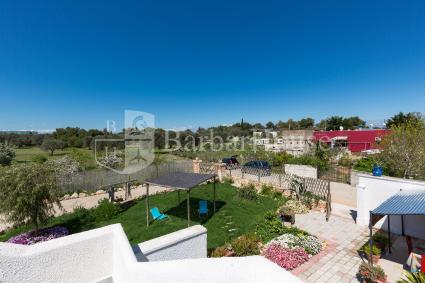 La villa è formata da 3 case vacanze indipendenti