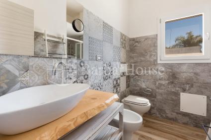 La casa ha 2 bagni doccia