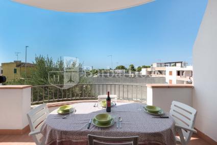 Si può pranzare e cenare all`aperto, sul balcone