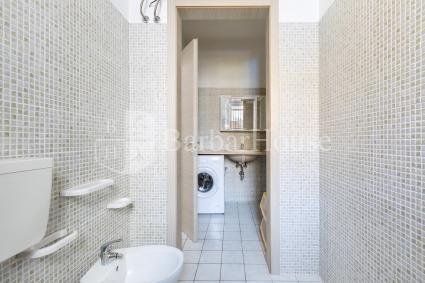 La casa vacanze è completa di bagno doccia con lavatrice