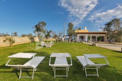 Complesso di case vacanze con giardino, prato e solarium