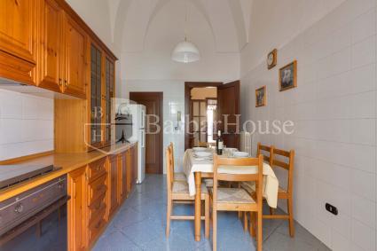 La cucina abitabile con cucinino adiacente