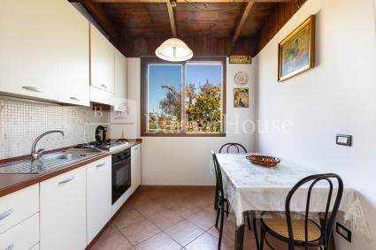 La cucina abitabile completa di forno elettrico