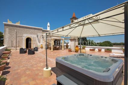Holiday home for 10 guests in Puglia