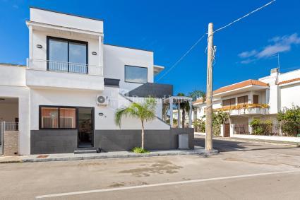 Annema Holiday Home | Mono Alba